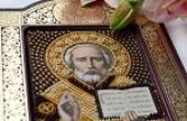 Можно ли на День рождения, Новый год дарить иконы в подарок: мнение церкви
